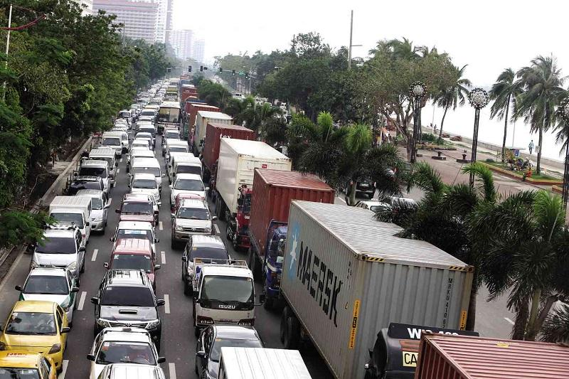 http://newsinfo.inquirer.net/635681/metro-traffic-blame-game-goes-on