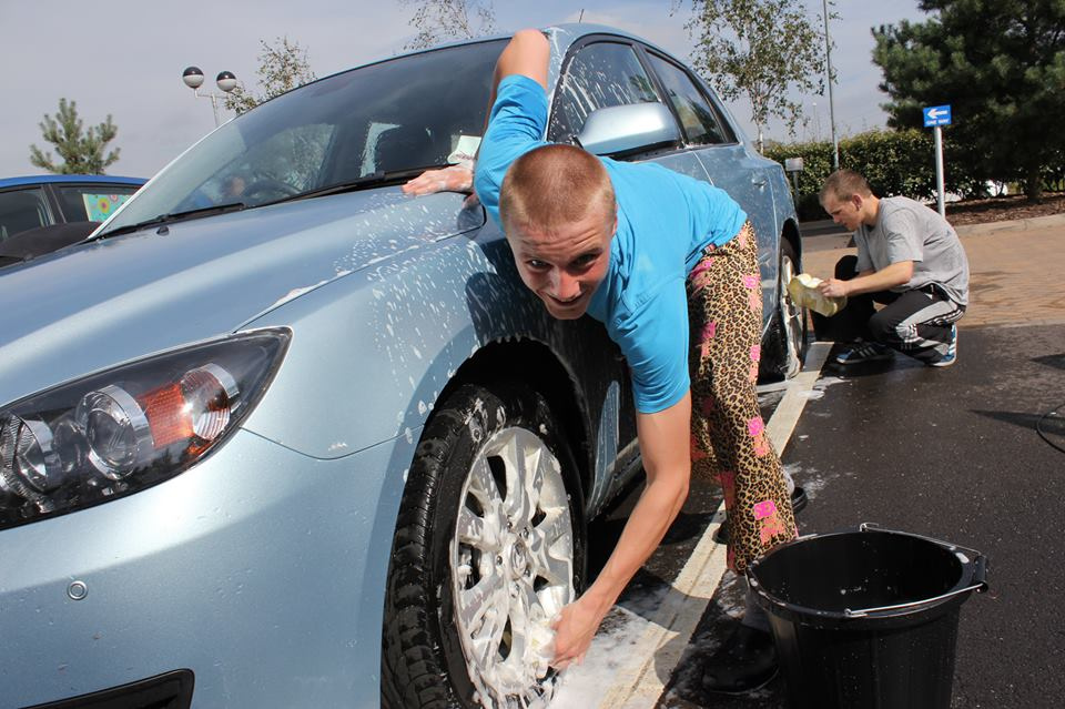 Use a Pail of Water to Wash your Car