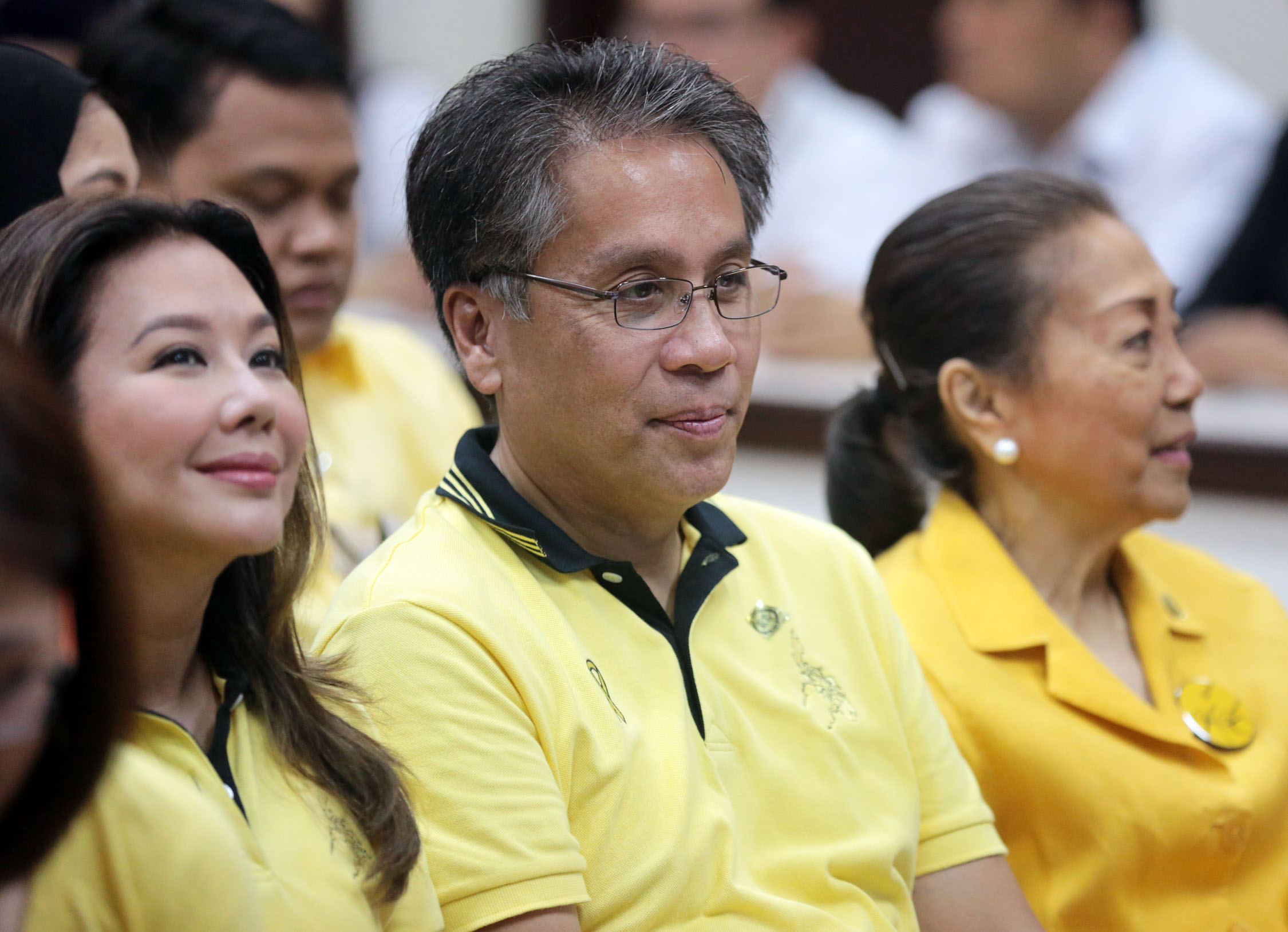 A FAMILY AFFAIR / OCTOBER 15, 2015 Mar Roxas in a pensive mood flank by wife Korina Sanchez and mother Judy Araneta Roxas during his filing of certificate of candidacy at the COMELEC on Thursday, October 15, 2015. INQUIRER PHOTO / GRIG C. MONTEGRANDE