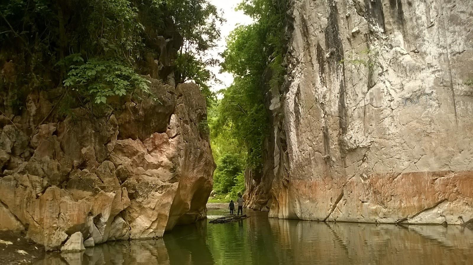 Marmol Cliffs
